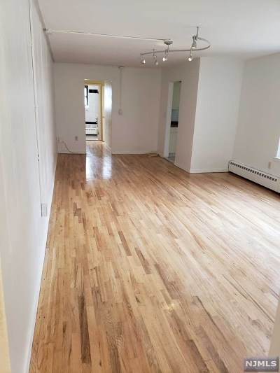 Bergen County Condo/Townhouse For Sale: 2365 Hudson Terrace #3g