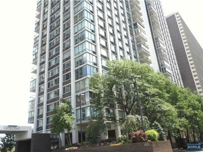 Fort Lee Condo/Townhouse Under Contract: 1600 Parker Avenue #30d
