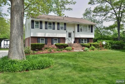 Passaic County Single Family Home Under Contract: 33 Oak Drive