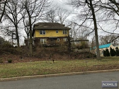 Teaneck Single Family Home Under Contract: 1084 Queen Anne Road