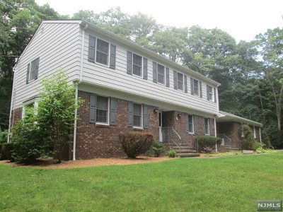 West Milford Single Family Home Under Contract: 5 Land Of Oaks Drive