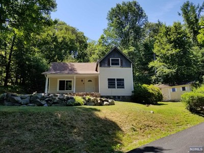 West Milford Single Family Home Under Contract: 6 Pleasant View Drive