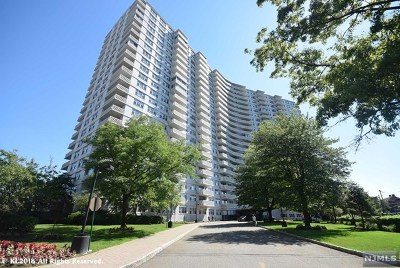 Fort Lee Condo/Townhouse Under Contract: 2000 Linwood Avenue #16u