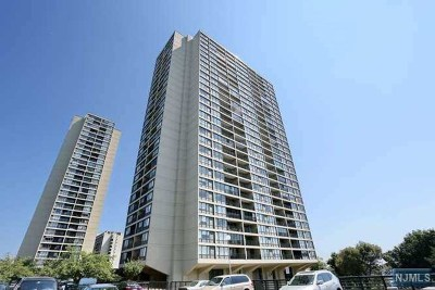 Fort Lee Condo/Townhouse Under Contract: 5 Horizon Road #909