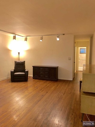 Fort Lee NJ Condo/Townhouse Under Contract: $132,900