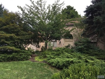 Oakland Single Family Home Under Contract: 210 Ramapo Valley Road