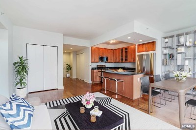 Jersey City NJ Condo/Townhouse Under Contract: $920,000