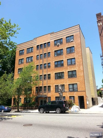 North Bergen Condo/Townhouse Under Contract: 7427 Boulevard East #41