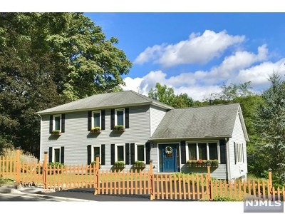 Oakland NJ Single Family Home Under Contract: $470,000