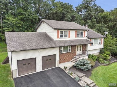 Passaic County Single Family Home Under Contract: 4 Winding Way