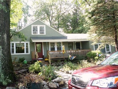 Pompton Lakes Single Family Home Under Contract: 142 Perrin Avenue
