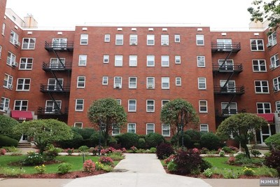 Fort Lee Condo/Townhouse Under Contract: 2320 Linwood Avenue #3c