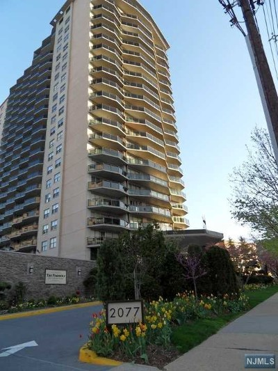 Fort Lee Condo/Townhouse Under Contract: 2077 Center Avenue #20-F