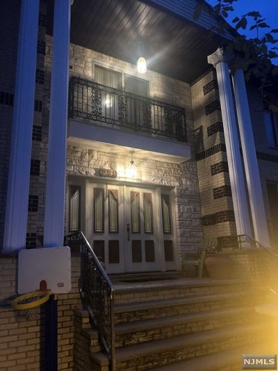Paramus Single Family Home Under Contract: 291 McKinley Boulevard