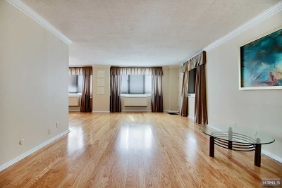 Fort Lee Condo/Townhouse Under Contract: 2150 Center Avenue #2f