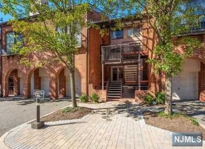 Teaneck Condo/Townhouse Under Contract: 3 Lawrence Court