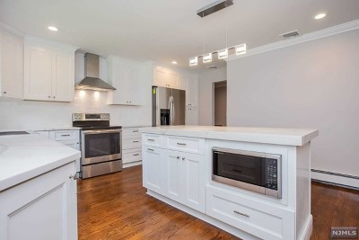 Upper Saddle River Single Family Home Under Contract: 7 Cherry Lane