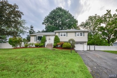 Wayne Single Family Home Under Contract: 7 Andover Drive