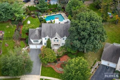 Passaic County Single Family Home Under Contract: 8 Fox Hill Drive