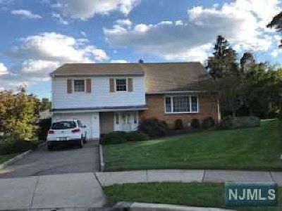 Clifton Single Family Home Under Contract: 23 Breezy Hill Court