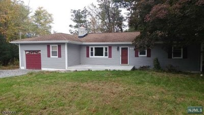 West Milford Single Family Home Under Contract: 470 Otterhole Road