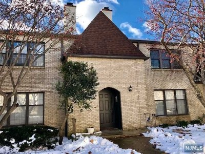 Totowa Condo/Townhouse Under Contract: 40 Falls Bridge Drive