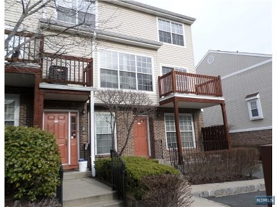 Fort Lee Condo/Townhouse Under Contract: 386 Village Court