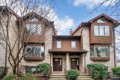 New Milford Condo/Townhouse Under Contract: 11 Westley Lane