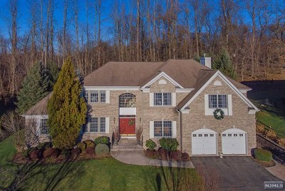 Paramus Single Family Home Under Contract: 141 Cumberland Court