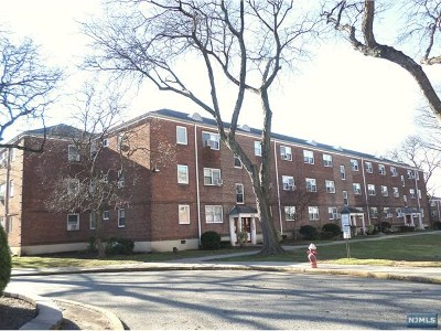 Teaneck Condo/Townhouse Under Contract: 1470-1506 West Terrace Circle #4