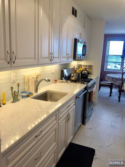 Fort Lee Condo/Townhouse Under Contract: 2000 Linwood Avenue #19w