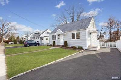 Passaic County Single Family Home Under Contract: 6 Knollwood Road