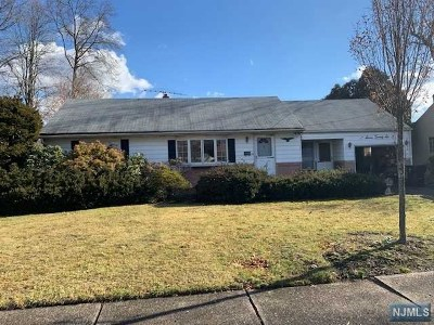 Paramus Single Family Home Under Contract: 726 Reeder Road