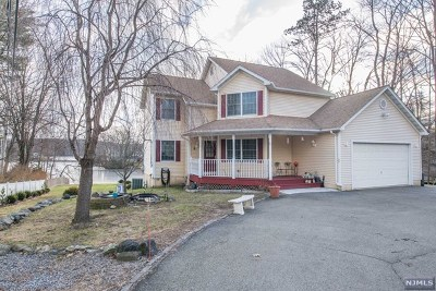 Passaic County Single Family Home Under Contract: 536 Warwick Turnpike