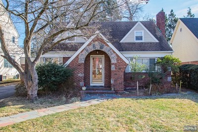 Fair Lawn Single Family Home Under Contract: 11-00 Fairhaven Place