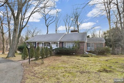 Franklin Lakes Single Family Home Under Contract: 469 Pulis Avenue