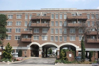 Pompton Lakes Condo/Townhouse Under Contract: 50 Iron Forge Square #50