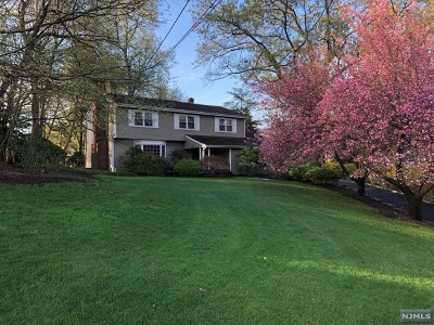 Franklin Lakes Single Family Home Under Contract: 221 Wayfair Circle
