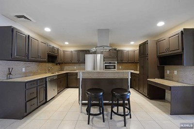 Cliffside Park Condo/Townhouse Under Contract: 300 Gorge Road #2
