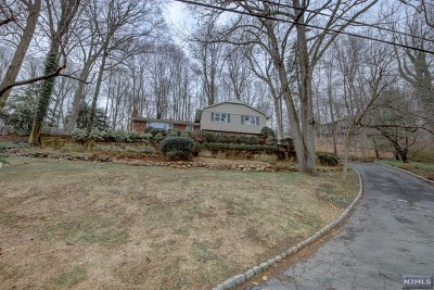 Upper Saddle River Single Family Home Under Contract: 54 Old Chimney Road