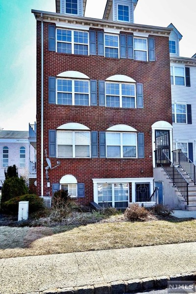 Essex County Condo/Townhouse Under Contract: 276 Matthews Drive