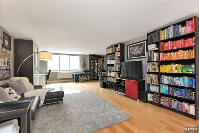 Fort Lee Condo/Townhouse Under Contract: 2150 Center Avenue #6g