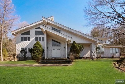 Upper Saddle River Single Family Home Under Contract: 466 East Saddle River Road