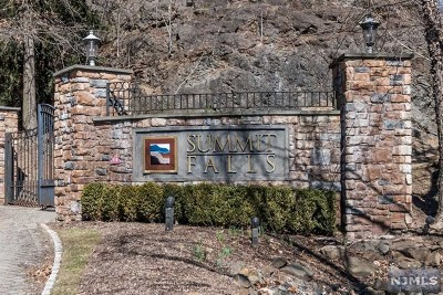 Pompton Lakes Condo/Townhouse Under Contract: 108 Lakeview Court