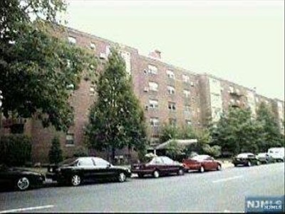 Fort Lee Condo/Townhouse Under Contract: 1565 Center Avenue #4c