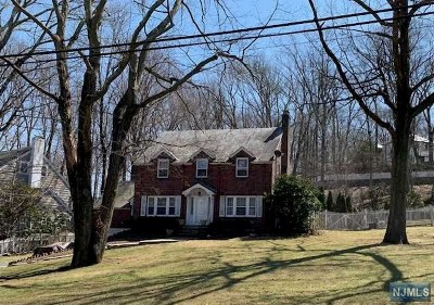 Essex County Single Family Home Under Contract: 107 Fells Road