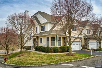 Oakland NJ Condo/Townhouse Under Contract: $559,900
