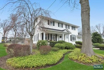 New Milford Single Family Home Under Contract: 341 Webster Drive