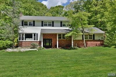 Bergen County Single Family Home Under Contract: 703 Beechwood Drive