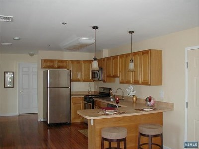 Paterson Condo/Townhouse Under Contract: 79-93 Montgomery Street #4c